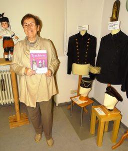 Autorin Heidi Meier mit ihrem Buch
